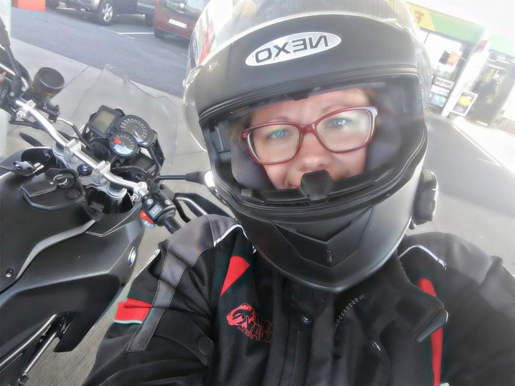 Warum Frauen Motorrad fahren sollten