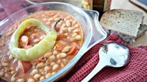 Serbische Bohnensuppe mit Debreziner