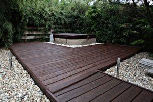 Unser Gartenprojekt: Neuer Anstrich für die Holzterrasse